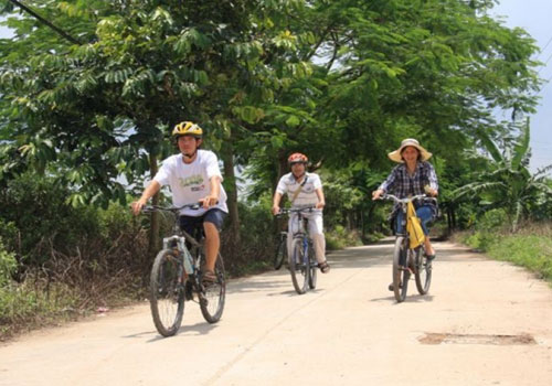 Bat Trang Biking Tour full day